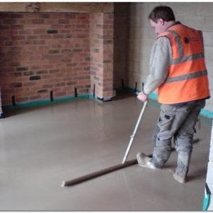 Как правильно сделать стяжку пола в квартире по бетонному основанию