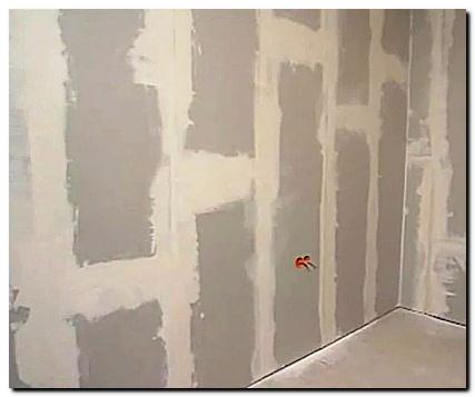 Как выравнивать стены своими руками под обои