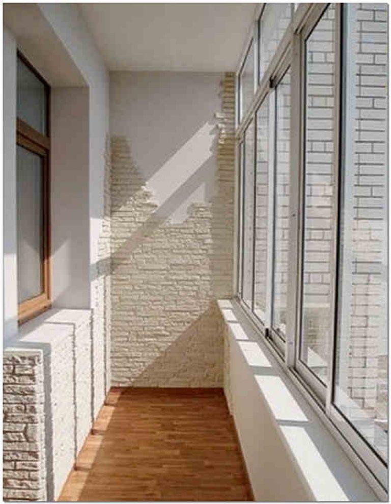 Преимущества отделки лоджии искусственным и декоративным кам.