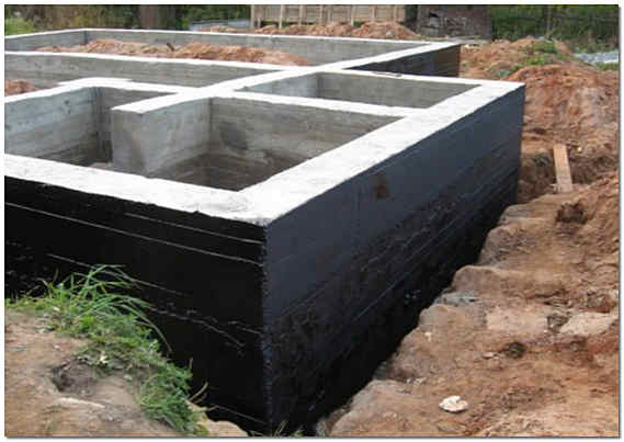 Обмазочная гидроизоляция фундамента дома фото
