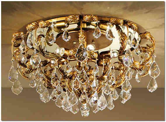 Потолочная люстра в стиле флористика