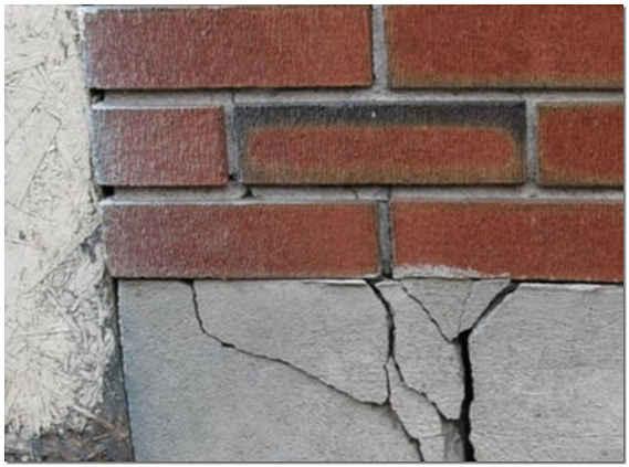 Разрушение фундамента кирпичного дома фото