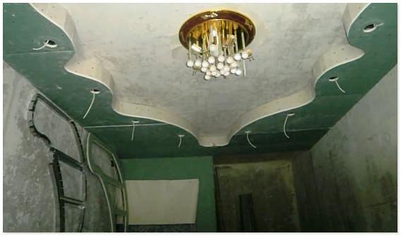 Монтаж подвесного потолка из гипсокартона в спальне