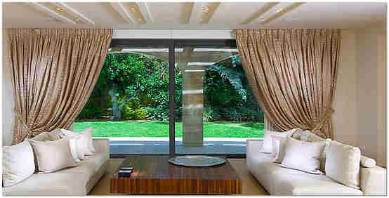 Декорирование окна шторами