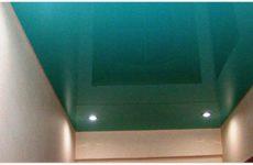 Натяжные потолки в прихожей квартиры