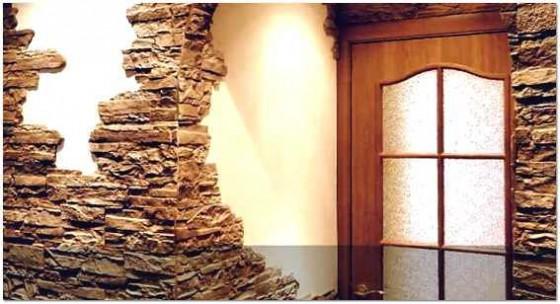 Отделка декоративным камнем прихожей