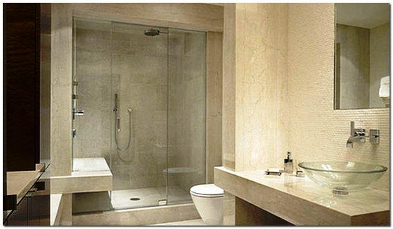 Современный интерьер ванной с душевой кабиной из стекла