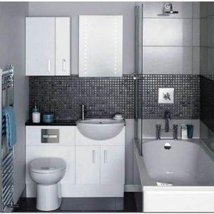 Интерьер в ванной комнате маленького размера