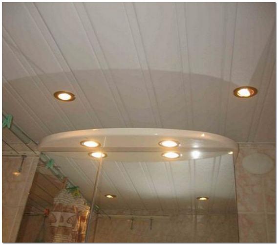 Потолок в коридоре из пластиковых панелей