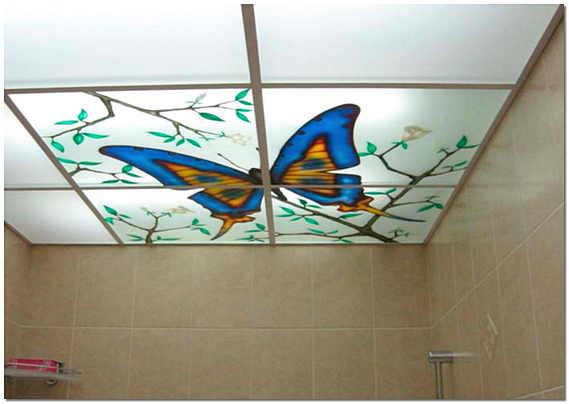 Витражный потолок с подсветкой в ванной
