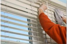 Как правильно ухаживать и чистить жалюзи на пластиковые окна в домашних условиях