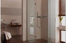 Современный интерьер ванной комнаты с душевой кабиной в квартире