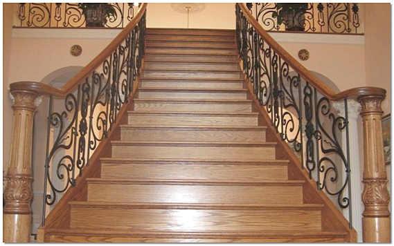 Парадная лестница с резьбой и ковкой фото