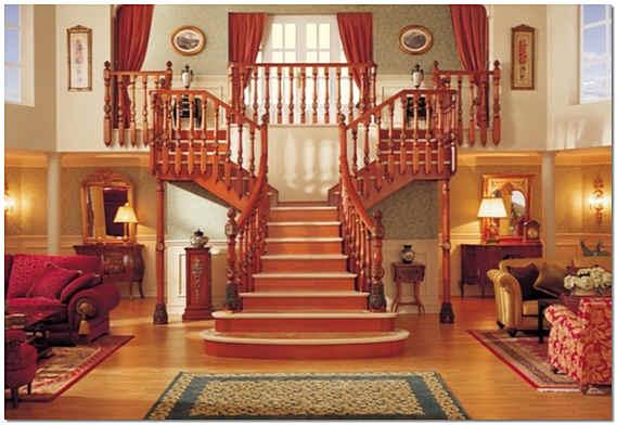 Распашная лестница внутри дома