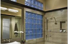 Стеклоблоки и перегородки из стеклоблоков в интерьере квартиры