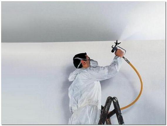 Грунтовка стен и потолка распылителем фото