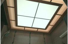 Потолки из пластиковых панелей в ванной комнате