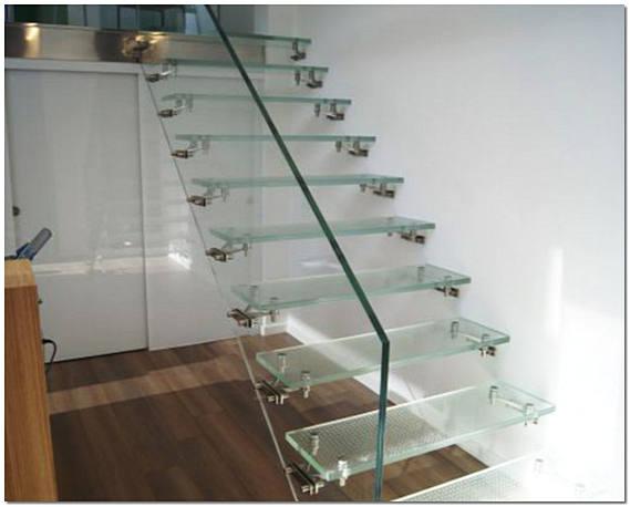 Цельностеклянная лестница в доме фото