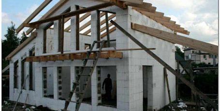 Использование несъемной пенополистирольной опалубки в малоэтажном домостроении