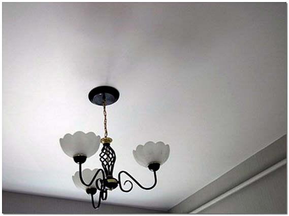Оштукатуренный потолок фото