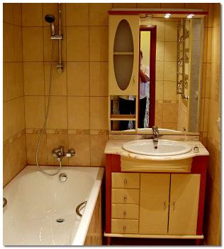 Отделка стен ванной кафелем