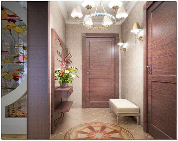 Цветные стекла в форме витража в коридоре