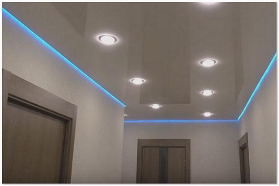 Цветная светодиодная лента на потолке