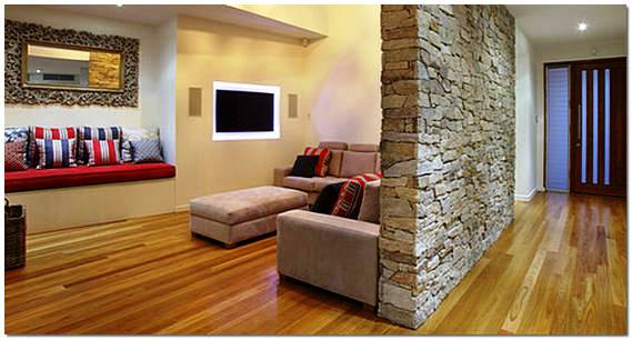 Декоративный камень в интерьере гостиной фото