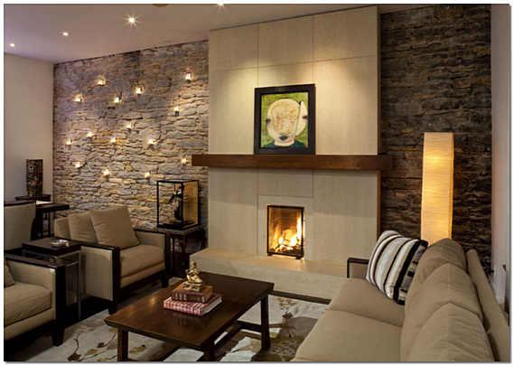 Камин в интерьере гостиной из декоративного камня