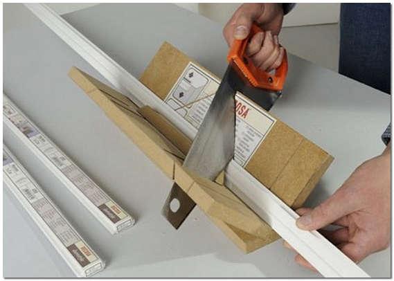 Как обрезать потолочный плинтус
