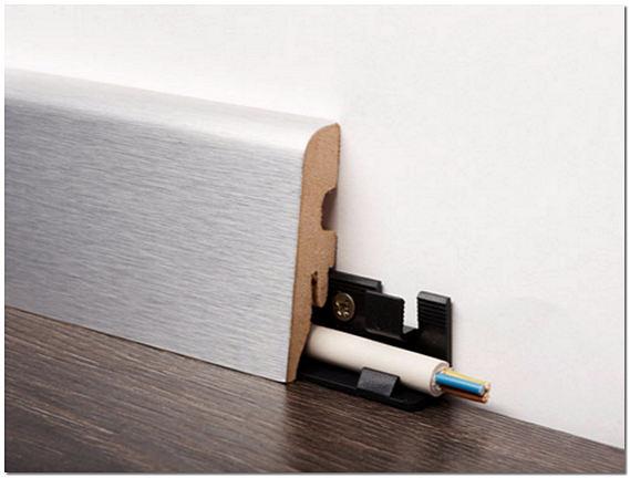 Плинтус деревянный с кабель каналом