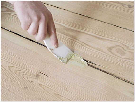 Шпатлевка щелей деревянных полов фото