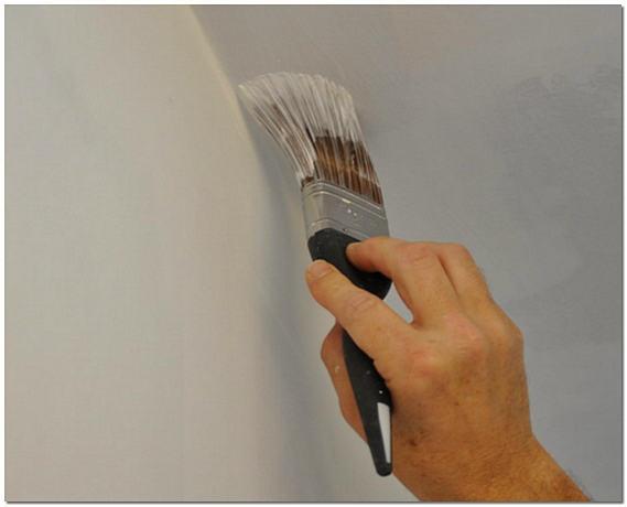Как покрасить потолок кистью в углах фото