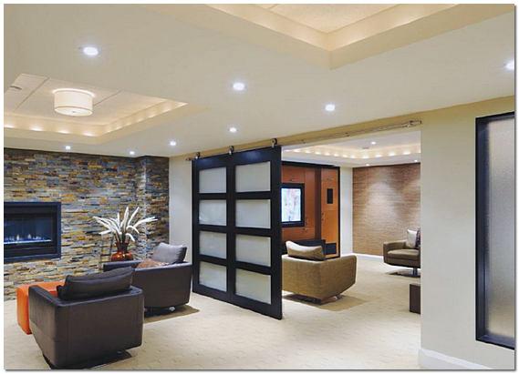 Окрашенный потолок в гостиной