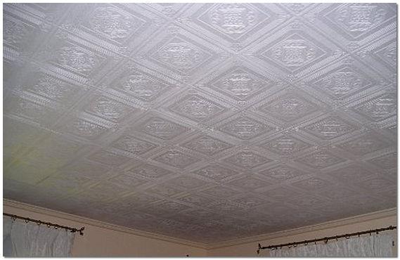 Декор потолка потолочной плиткой из пенопласта