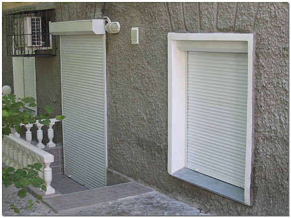 Роллеты на входную дверь и окно фото