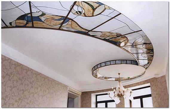 Контурные (лаковые) витражи в оформлении потолка
