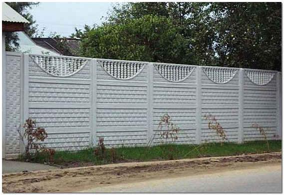 Забор для дома из бетонных панелей