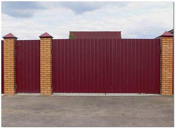 Ворота с калиткой для частного дома из профлиста