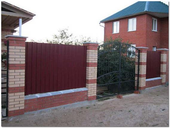 Забор из профлиста для загородного дома