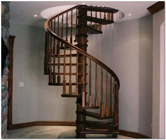 Винтовая лестница из дерева на второй этаж