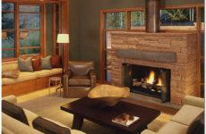 Дизайн гостиной в доме с камином и эркером
