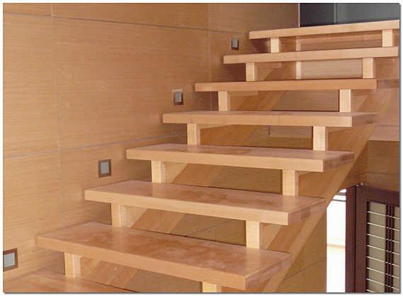 Конструкция деревянной лестницы на косоурах