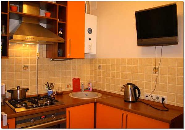 Кухня в хрущевке с колонкой фото