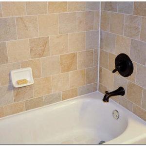 Как и чем заделать стык между краем ванной и стеной