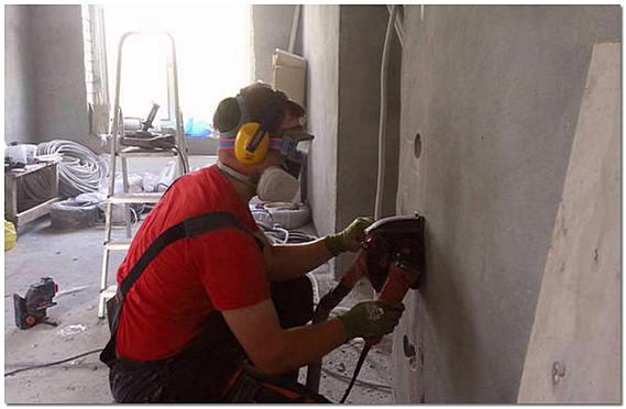Штробление стены под электропроводку