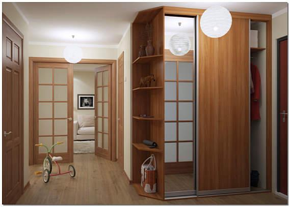 Вместительный шкаф-купе в прихожей фото